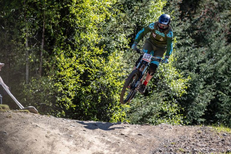 DH page phot 768x512 - Downhill